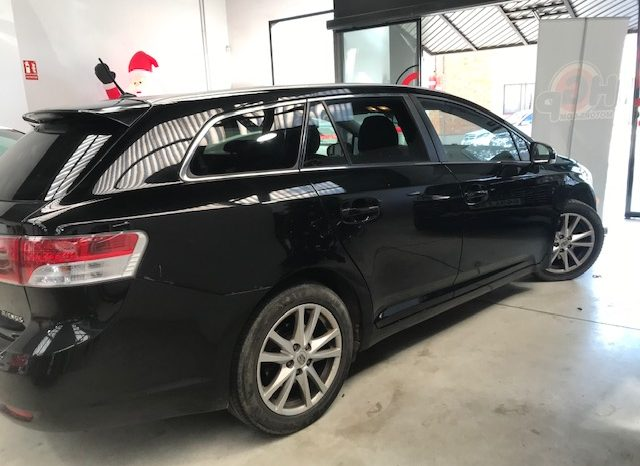 Toyota Avensis 2.2D 150cv año 2010 completo